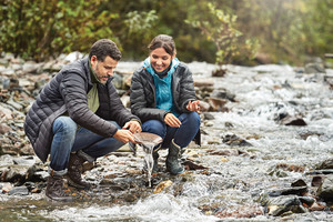 Alaska couple panning for gold